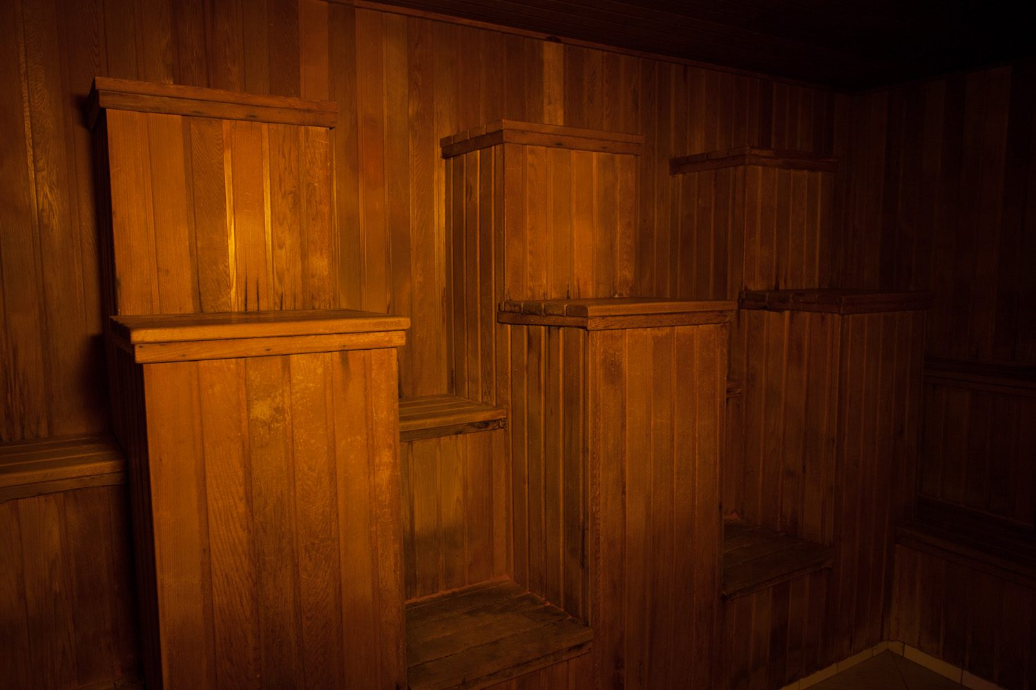 Very cool Cleopatra style seating in the dry sauna. Very comfortable for all activities ;)