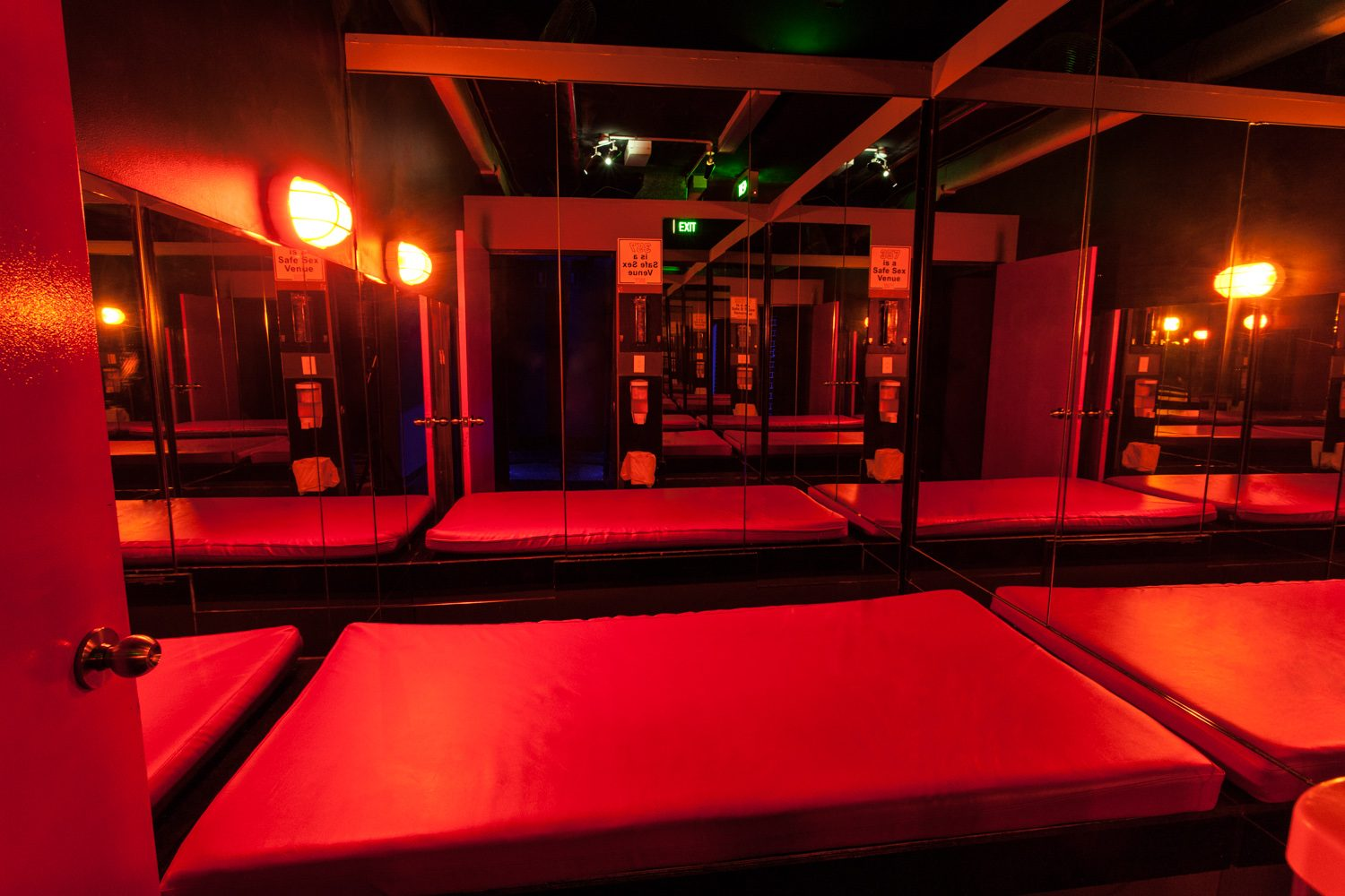 Mirror mirror on the wall. Yes, it's you! Our very popular mirror room. Get in early for a 360° view of all the action!