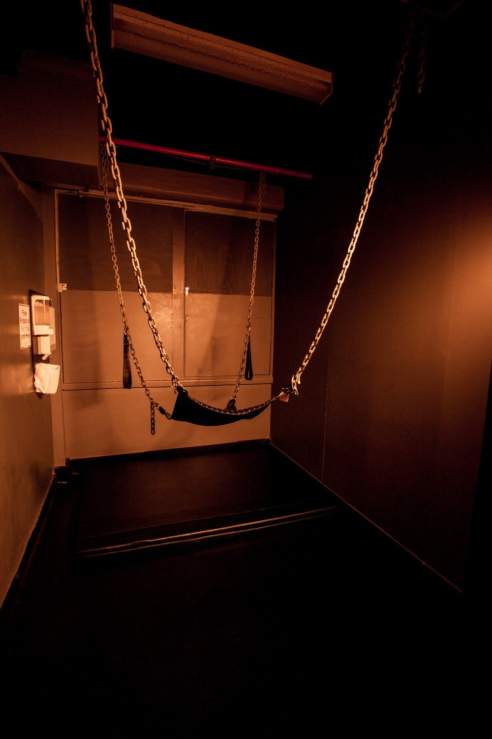 Somewhere to hang out ... Another sling room on Level 3.